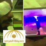 بالفيديو : مواطن يكشف كيف فقد إحدى عينيه بسبب المزاح مع صديقه بالليزر الحارق