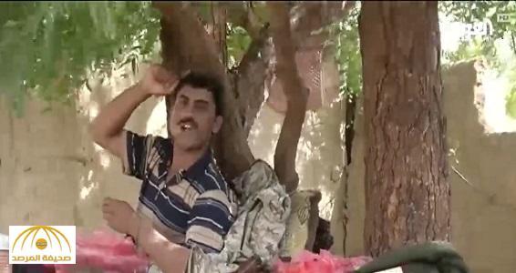 شاهد .. كاميرا قتيل حوثي تكشف طريقة تجنيد الأطفال في صفوف الميليشيا .. هكذا يُزيفون الواقع ويخفون أسلحتهم !