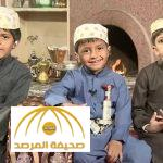 """بالفيديو : الطفل """"السحلي"""" يهدي مذيعة العربية """"ضب"""" على الهواء"""