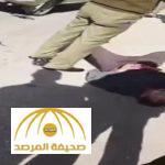 بالفيديو : مصري يذبح آخر بالسكين أمام محكمة مصرية