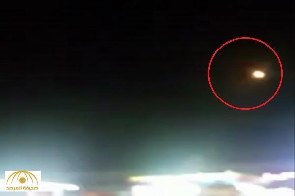 بالفيديو : لحظة التصدي لصاروخ باليستي أطلقه الحوثيون على خميس مشيط
