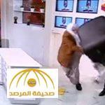 """بسبب خلاف مذهبي """"سني شيعي"""" .. بالفيديو : مشاجرة عنيفة على الهواء وضرب بالكراسي !"""