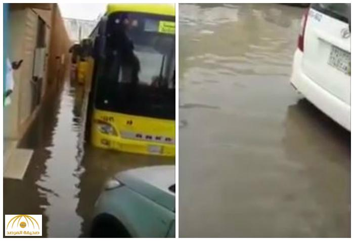 بالفيديو : بعد الأمطار الغزيرة .. شاهد كيف نقل أب ابنته من المدرسة إلى السيارة !