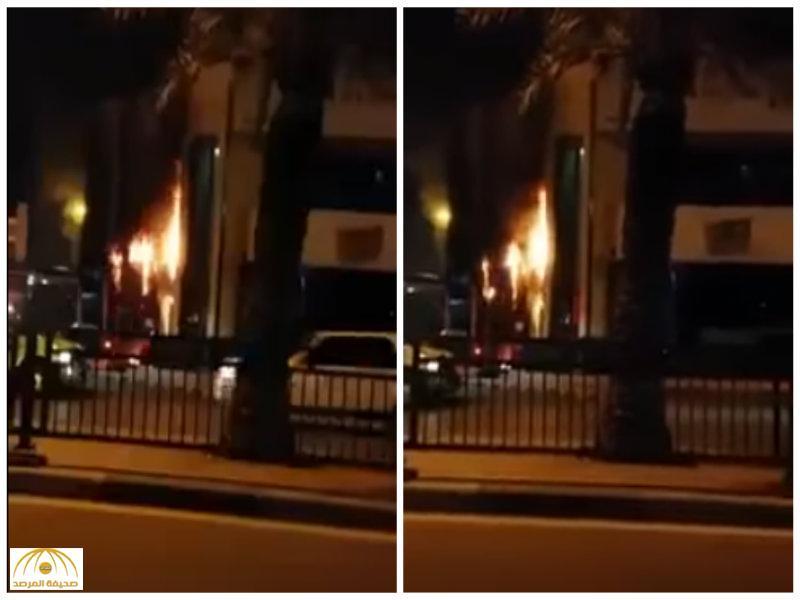 شرطة منطقة الشرقية تصدر بيانا حول قيام مجهولين  بإشعال النيران في أحد بنوك القطيف-فيديو