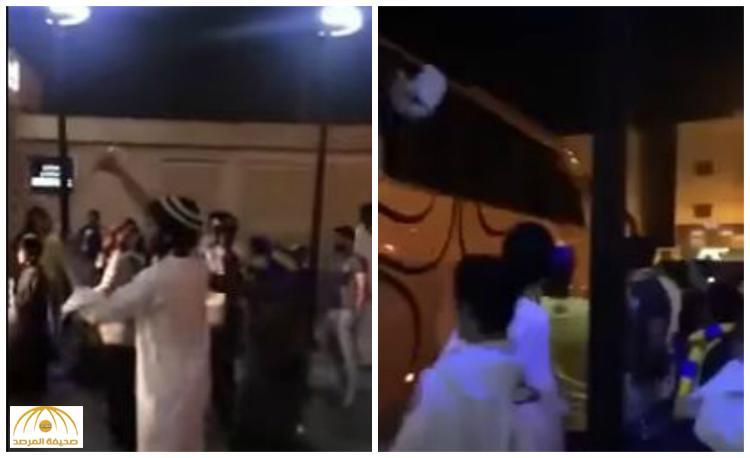 بعد التعادل السلبي أمام الفيصلي .. شاهد : جماهير النصر تهاجم حافلة الفريق