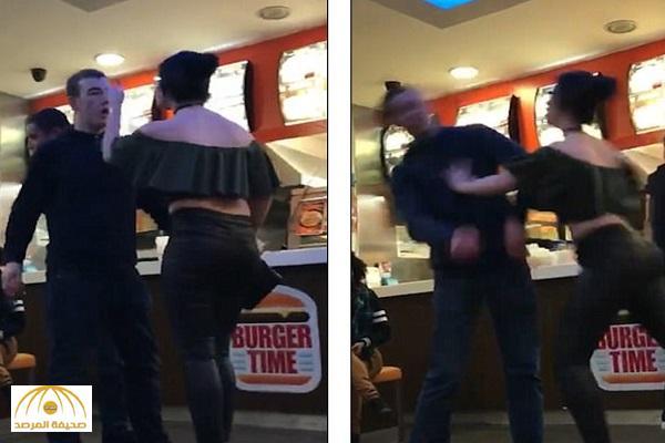 بالفيديو: فتاة تصفع رجل في أحد محلات البرجر في إنجلترا لسخريته من ملابسها