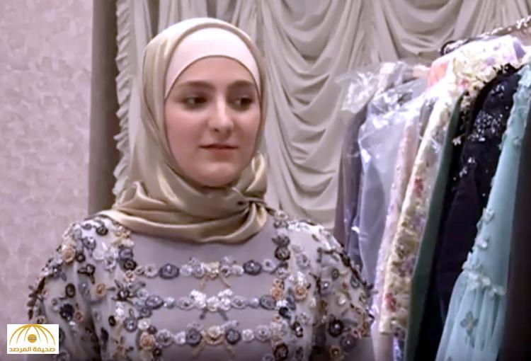 """916bbb816fc3c حظيت بلقب """"حافظة القرآن"""" .. ابنة قادروف تقيم أكبر عرض أزياء في تاريخ  الشيشان -فيديو"""