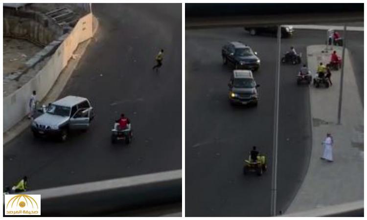 """بالفيديو : أفارقة يقودون """"دبابات"""" يهاجمون رجل أمن بجدة ويعتدون عليه !"""