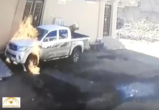 الإطاحة بالملثم الذي أشعل النيران في سيارة بحي حصيدة..وشرطة القريات تكشف عن جنسيته-فيديو
