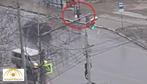شاهد : لحظة ابتلاع الأرض لرجل في روسيا .. عثر عليه بعد 3 أيام من الحفر .. إليك المفاجأة !