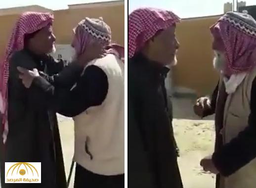 """بالفيديو: القدر يجمع أصدقاء """"مسنين"""" تقابلا بعد مدة طويلة من الفراق.. فكان هذا حديثهم!"""