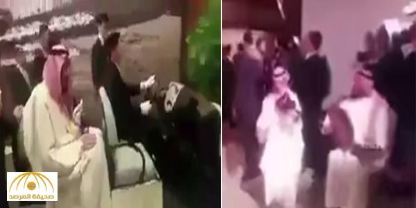 بالفيديو : خادم الحرمين يوقف جولته ليستمع إلى مقطوعة موسيقية محببة لديه من فرقة سعودية بالصين
