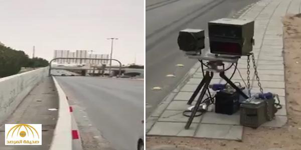 """بالفيديو: شاهد أين وجد مواطن كاميرا """"ساهر"""" على أحد الطرق بالرياض"""