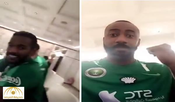 """بالفيديو: """"مزحة"""" حارس المنتخب """"وليد عبد الله"""" تثير جدلاً بين الهلال والنصر"""