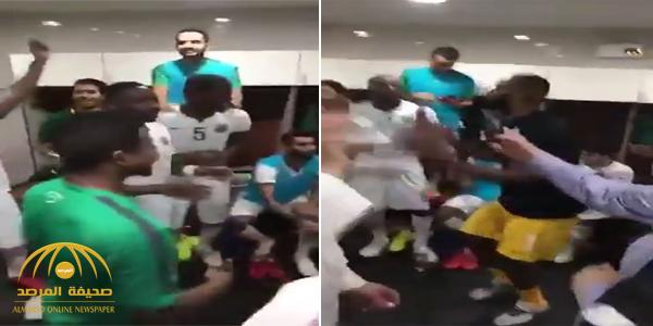 بالفيديو : شاهد كيف احتفل لاعبو المنتخب في غرفة الملابس بعد الفوز على تايلاند