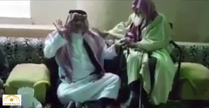 """خالد بن طلال ينشر فيديو """"لمسن"""" اختاره للحج عن ابنه الوليد.. ويكشف سر إعادة الطلب بعد رفضه في المرة الأولى!"""
