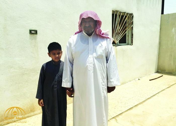 """والد الشهيد """"الشيخي"""" يكشف تفاصيل زيارة ابنه الأخيرة.. أصر على ترك زوجتيه وبناته الأربع لهذا السبب"""