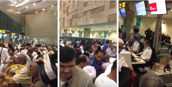"""بالفيديو: تكدس المئات من المعتمرين المصريين بمطار القاهرة.. والسبب """"الخطوط السعودية"""""""