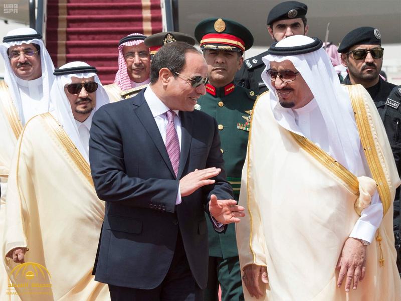 بالصور:خادم الحرمين الشريفين يستقبل الرئيس المصري لدى وصوله الرياض