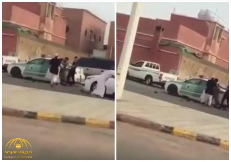 بالفيديو : الاعتداء على رجل أمن في مضاربة جماعية بمحافظة طريف