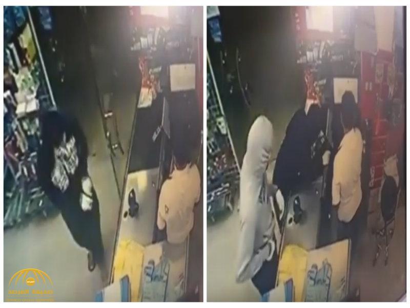 بالفيديو: سطو على بقالة وسلب محفظة العامل تحت تهديد السلاح بالقطيف