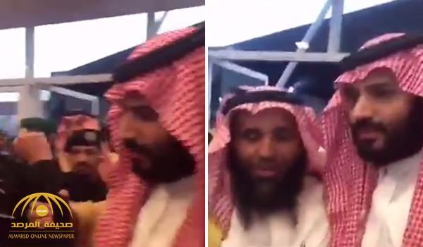 شاهد ردة فعل ولي ولي العهد بعد قيام عسكري بمنع المواطنين من مصافحته – فيديو