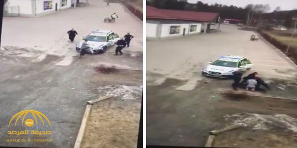 بالفيديو : لاجىء ينهال بالضرب على شرطيات في السويد