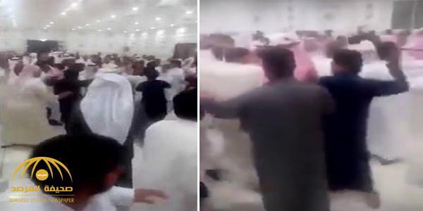 """""""الشجار اندلع فجأة والكل يضرب الكل""""..بالفيديو:  حفل زفاف بالكويت تحول لحلبة مصارعة"""