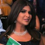 بالفيديو: فنانة بحرينية تتباهى بارتداء عقد ثمنه 20 مليون ريال.. وتتحدث عن فستانها وشعرها ومجوهراتها!
