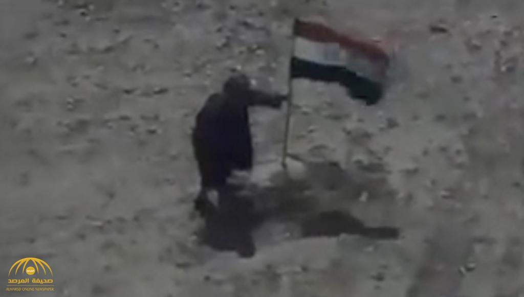 """""""حاول إنزال العلم العراقي """".. """"شاهد"""" لحظة اصطياد طائرة عراقية لـ """"داعشي"""" بصاروخين !"""