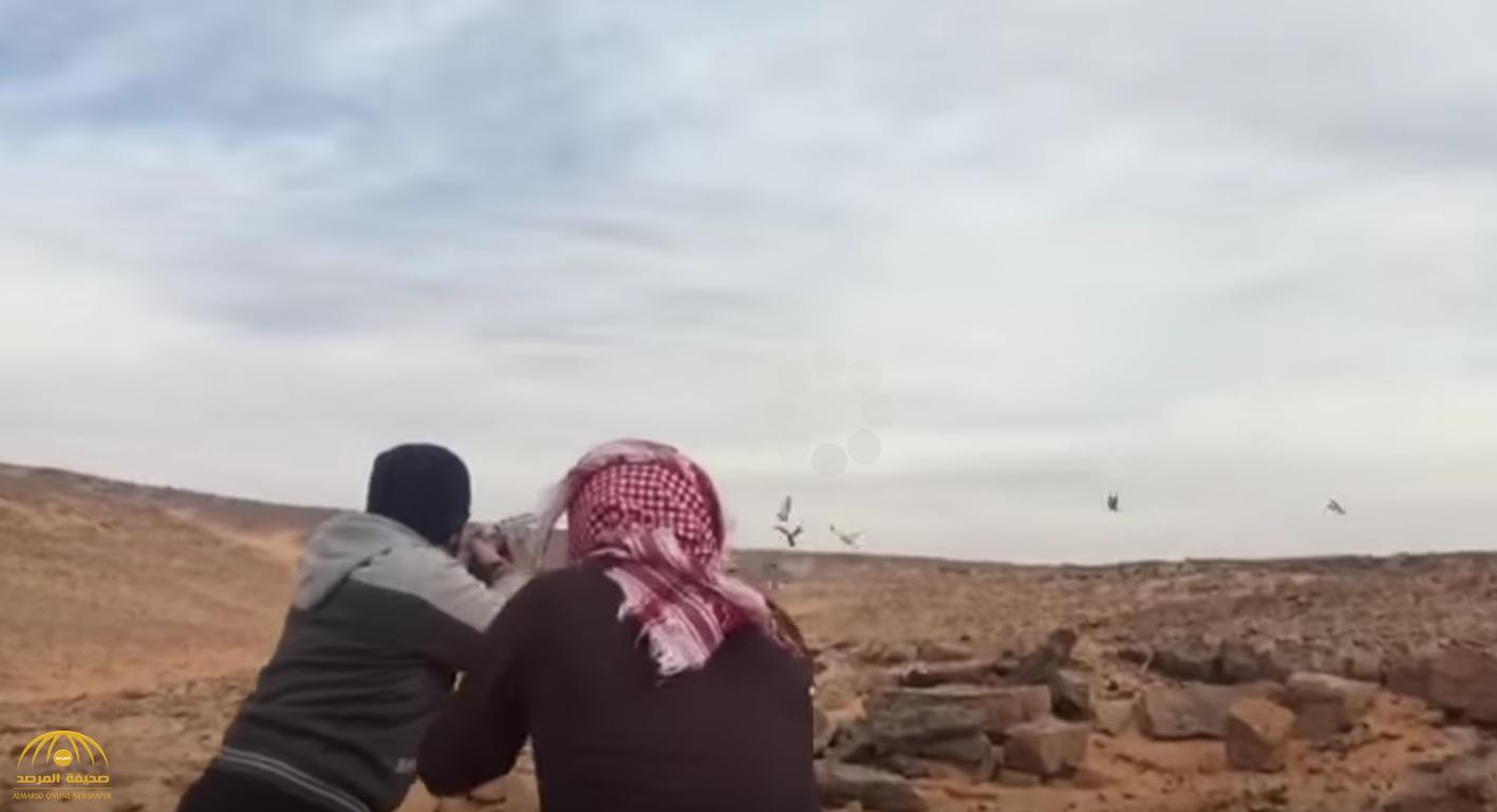 بالفيديو: نزهة برية لاصطياد الطيور كادت تنتهي بكارثة!