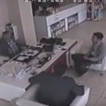 """بالفيديو: مقطع يوثق حادث وصفه رواد """"تويتر"""" بالأغرب في العالم!"""