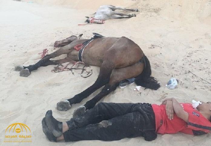 """""""حفرة"""" تبتلع شابان بأحصنتهما على طريق """"الرياض"""".. وتحذيرات من سرقة """"الرمال الناعمة"""" !"""