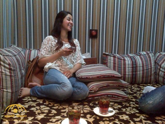 بالفيديو: لجين عمران تصور شقيقتها أسيل في موقف محرج.. شاهد ردة فعل الأخيرة!