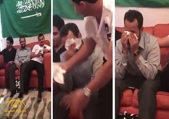 بالفيديو: تعرف على سر بكاء مجموعة من المبتعثين أثناء حفل تخرجهم في أمريكا!