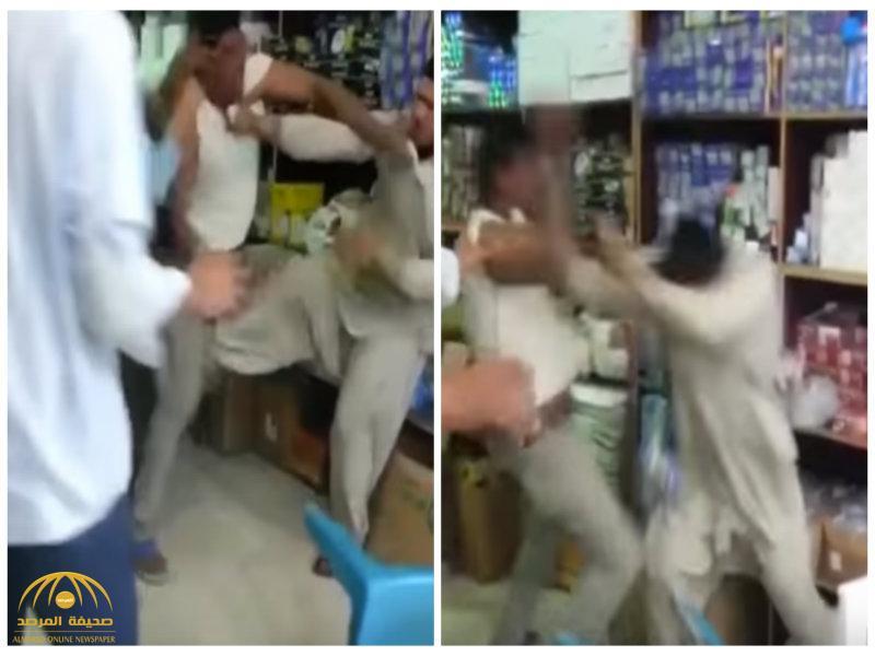 بالفيديو:شاهد مضاربة  عنيفة بين مقيمين باكستانيين في محل كهرباء!