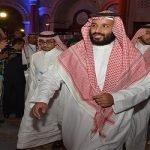 """بالفيديو : محمد بن سلمان يفاجىء حضور ملتقى """"مغردون"""" .. وهكذا استقبلوه"""