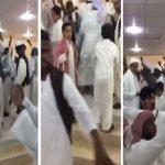 شاهد: كيف احتفل سعوديون بزواج مقيم سوداني في قريتهم- فيديو