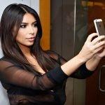"""كم تجني """"كيم كارادشيان"""" من نشر صورها على مواقع التواصل ؟"""