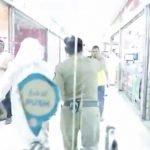 شاهد.. الجهات الأمنية تغلق أبواب مجمع اتصالات للقبض على المخالفين الأجانب في بيع الجوالات