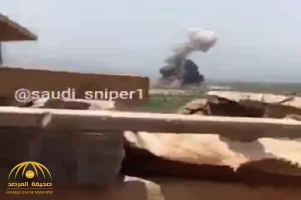 """""""شاهد"""" لحظة تسلل الحوثيين واختراقهم الحدود السعودية.. و""""المدفعية"""" كانت في انتظارهم – فيديو"""