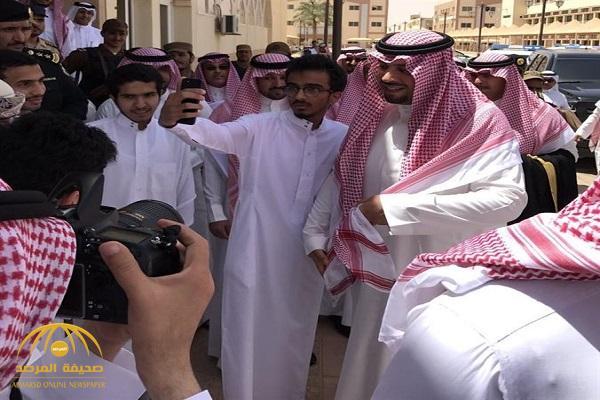 """طلاب جامعة الشمالية يستوقفون أمير المنطقة لالتقاط """"سيلفي"""" .. وأحدهم للأمير :""""مبروك الدوري"""" – فيديو وصور"""