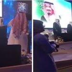 شاهد ردة فعل أمير الرياض حين رفض بعض الحضور الوقوف للسلام الملكي أثناء حفل جامعة شقراء – فيديو