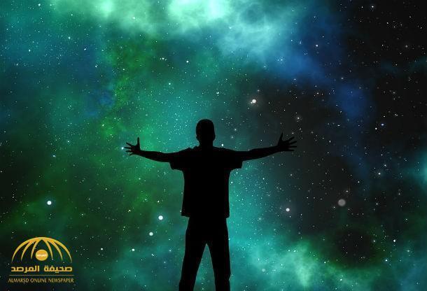 """عالم بريطاني """"ملحد"""" يتراجع عن اعتقاده السابق بعدم وجود خالق للكون"""