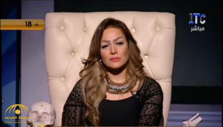 """بالفيديو .. متصل يهاجم مذيعة مصرية: """"ناقص تلبسي قميص نوم على الهواء"""" !"""