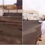 بالفيديو: مفحط متهور بالمدينة كاد أن يتسبب في كارثة.. وهكذا انتهى المشهد!