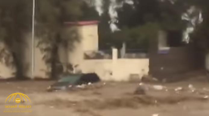 شاهد: السيول تحاصر مركبة بالطائف.. فكان هذا مصير قائدها-  فيديو