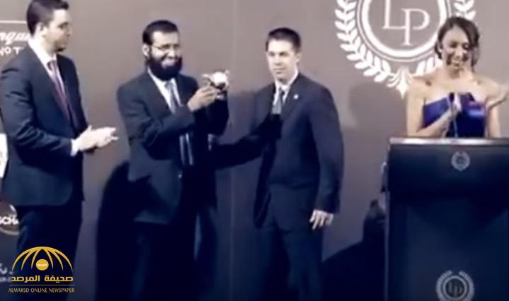 """""""الفوزان"""" يعلق على """"صور وفيديو"""" أثناء حضوره حفل مختلط في إسبانيا ويتهم جهات استخبارية وراء الهجوم عليه! -فيديو"""