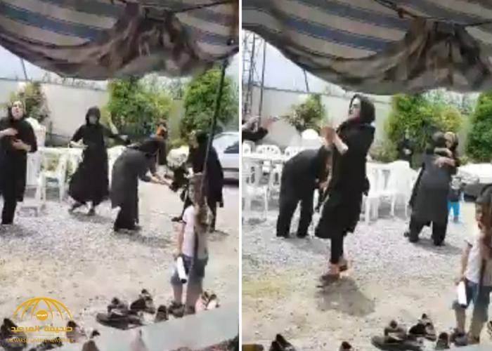 شاهد رقص وصراخ وعويل إيرانيات في مراسم عزاء.. والفنان فايز المالكي يعلق ساخرا!