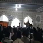 شاهد:ماذا فعل المصلون اليمنيون بخطيب حوثي حاولت المليشيات فرضه بالقوة على مسجد بصنعاء؟!